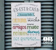 Cartel | En esta casa tenemos todo... Art Projects, Projects To Try, Pretty And Cute, Quote Posters, Ideas Para, Chalkboard, Pop Art, Decoupage, Sweet Home