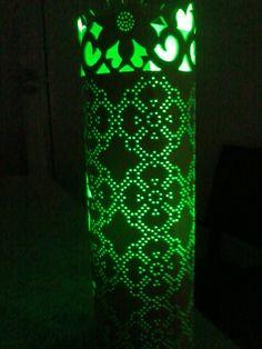 Luminaria artesanal floral, feita de tubo de pvc de 100 milimetros de diametro, preco R$ 100, mais o frete a lampada não inclusa, luminaria verso