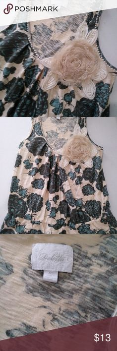 """Deletta Anthropologie Green Cream Floral Tank XS Nice, clean condition. Some areas around the neckline are becoming frayed. Gorgeous Deletta top from Anthropologie. Measures: 15"""" cross chest 21"""" back length Smoke free, pet friendly home. Anthropologie Tops Tank Tops"""