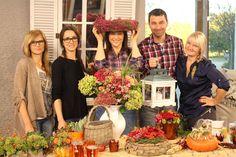 TELERÁNO &JESENNÉ DEKORÁCIE V Teleráne sme pripravovali inšpirácie na jeseň. Rôzne čerstvé jesenné kvietky, krásne jesenné aranžmány na váš stôl či už kvetinový list alebo korunka s kvetinkami, lampáše, črepníkové kvietky do interiéru aj exteriéru.