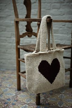 Love Heart Bag from The Rowan Winter Warmers book. Knitted Heart, Knitted Bags, Knit Bag, Knitting Projects, Knitting Patterns, Rowan Yarn, Rowan Knitting, Free Knitting, I Love Heart