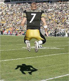 "Ben Roethlisberber--He is sooo Amazing! Love his ""Pump Fake"" and if nobody's open sometimes he just runs the ball himself! Bears Football, Best Football Team, Steelers Football, Football Fans, Pittsburgh City, Pittsburgh Steelers, Here We Go Steelers, Ben Roethlisberger, Steeler Nation"