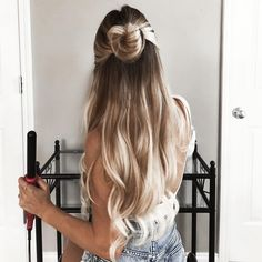 Obsessed with this half up top knot!! Perfect for that everyday look #hairgoals
