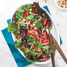 Mixed Green Salad With Strawberry Salsa—This pretty, colourful, ultra-fresh salad makes a great side dish or light lunch. When choosing strawberries, let your nose be your guide—the sweetest strawberries always smell lovely and fragrant. Quinoa Salad Recipes, Summer Salad Recipes, Healthy Recipes, Healthy Fruits, Fruits And Veggies, Vegetables, Healthy Salads, Healthy Food, Best Summer Salads