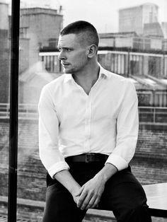 Jack o'connell, men celebrities, boys who, attractive men, celebrity crush Bald Head Man, Cook Skins, Beautiful Men, Beautiful People, Cinema Quotes, Jack O'connell, Skins Uk, Broken Leg, Man Photo