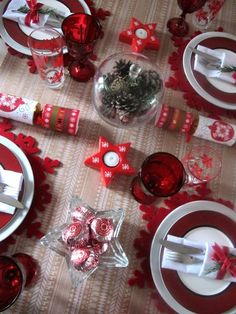 decoration-table-Noel-porte-bougie-étoile-papillotes-nel-dessous-assiette-flocon-neige