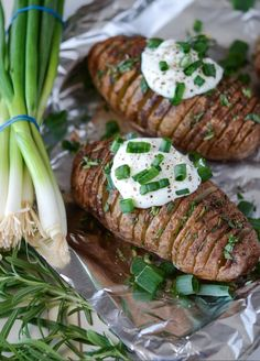 Rosemary Hasselback Potatoes are a delicious side dish that stays crispy on the outside and soft on the inside. These potatoes are bursting with flavor! Hassleback Potatoes, Baked Potatoes, Great Recipes, Favorite Recipes, Yummy Recipes, Cooking Recipes, Healthy Recipes, Vegetarian Recipes, Fast Recipes