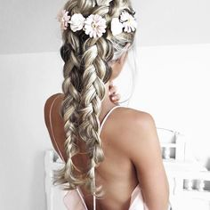 Summer is almost here for us Aussies & this is a go to look. #hairinspo