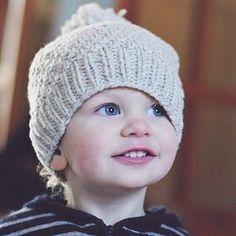 "Ravelry: Beloved /aran/ pattern by Solenn Couix-Loarer Yarn : Cyrano De Rerum Natura ""poivre blanc"" Knitting Club, Knitting For Kids, Knitting Projects, Beanie Knitting Patterns Free, Beanie Pattern Free, Hue, Knit Baby Booties, Kids Hats, Knitted Hats"