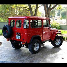"""1,163 Me gusta, 18 comentarios - MUDTERRAIN4WD ® (@mudterrain4wd) en Instagram: """"Mirenme al techo blanco con el techo rojo!!! Que tal?? #Fj40 #Toyota #Mudterrain4wd"""""""