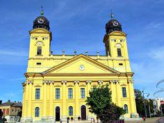 "Debrecen – petit guide de la ""Rome calviniste"" | Debrecen, Hongrie Notre Dame, Rome, Building, Travel, Nightlife, Hungary, Viajes, Buildings, Destinations"