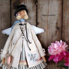 Купить или заказать кукла тильда ручной работы АНГЕЛ В ПАЛЬТО в интернет-магазине на Ярмарке Мастеров. Ангел в белом пальтЕ ))) Очаровательный подарок и украшение интерьера. На эту куколку в 'Одноклассниках' проводится лотерея, заходите !