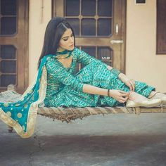 Punjabi Fashion, Indian Bridal Fashion, Asian Fashion, Patiala Suit Designs, Patiala Salwar Suits, Shalwar Kameez, Indian Suits, Indian Attire, Indian Wear