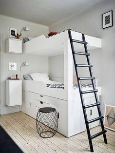 Tolle Inspiration für die Gestaltung von kleinen Räumen - helle Farben, Etagenbett und smarte Raumnutzung.