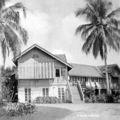 A typical colonial home in Malaya - setting for my books The Separation and Bis Wir Uns Wiedersehen. Straits Settlements, Archipelago, Penguins, Family Photos, Colonial, Singapore, 1950s, Chinese, England