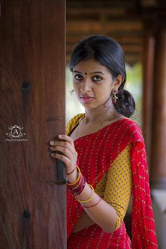 Tradition low bun styles for Indian girls ✄ Modern girl's low bun ✄ Tradition saree Beautiful Girl Indian, Beautiful Girl Image, Most Beautiful Indian Actress, Beautiful Saree, Beautiful Actresses, Indian Wedding Photographer, Indian Photography, Girl Photography Poses, Wedding Photography