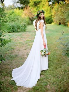 Tendance Robe du mariage Flowy dress: www. Ethereal Wedding, Stunning Wedding Dresses, Wedding Dresses Photos, Bohemian Wedding Dresses, Wedding Bridesmaid Dresses, White Wedding Dresses, Bridal Dresses, Boho Gown, Gown Wedding