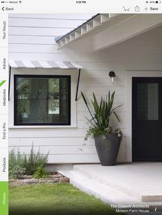 ideas farmhouse exterior siding black windows for 2020 Modern Farmhouse Exterior, Farmhouse Front, Farmhouse Interior, Interior Exterior, Exterior Paint, Exterior Design, Farmhouse Style, Texas Farmhouse, Exterior Siding