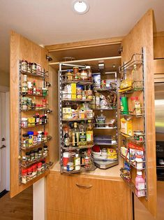 Genius DIY Kitchen Storage and Organization Ideas. is PERFECT for All Kitchens! Kitchen pantry cabinet organization for a well-organized space Smart Kitchen, Kitchen Pantry Design, Kitchen Pantry Cabinets, Kitchen Cabinet Styles, Diy Kitchen Storage, Kitchen Cabinet Organization, Pantry Storage, Smart Storage, Pantry Cupboard