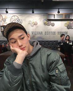 "17.5k Likes, 172 Comments - Yuan Lee (@iiyuan) on Instagram: ""춥"" @Itjustmarrii"
