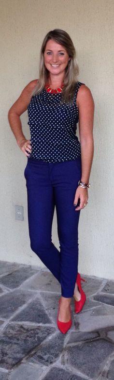 Look de trabalho - Look do dia - moda corporativa - poá azul marinho com vermelho