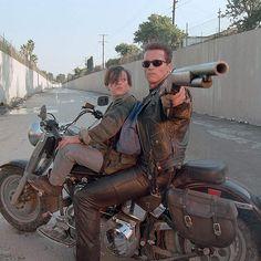 """Arnold Schwarzenegger y Edward Furlong en """"Terminator 2: El juicio final"""" (Terminator 2: Judgment Day), 1991"""