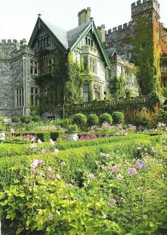 Dunsmuir Castle's Italian Garden, Victoria, British Columbia, Canada - Apparently Looks Like Chirk Castle In Wales.now that's a castle fit for a queen! Beautiful Castles, Beautiful Buildings, Beautiful Places, Hatley Castle, Castles In Wales, Scotland Castles, Italian Garden, Italian Cottage, Exterior