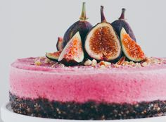 Frozen cheesecake with figs