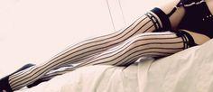 Nylon Journal, calze imperdibili!  Qui: http://www.bloggokin.it/2013/01/25/nylon-journal-quando-il-collant-non-passa-inosservato/