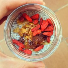 Good Morning 😍😍 Healthy breakfast option: chia pudding topped with coconut oil, coconut chips, goji berries, and coconut sugar. Wonderful things we learn at @be_vivea @lacasitabio 🌷🌷 Buenos días 💚💚 Desayuno rico y saludable: pudding de chía con aceite de coco y toppings de bayas goji, chips de coco y azúcar de coco 😍😍 Cosas ricas que aprendemos en @be_vivea @lacasitabio