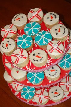 Snowmen and snowflakes for Christmas Morning cupcakes this year