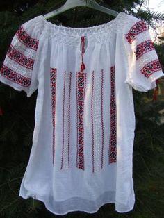 Ie lucrata manual, cusuta cu motive romanesti, zona Prahova Folk Embroidery, Tunics, Folk Art, Cross Stitch, Traditional, Costumes, Lace, Diy, Tops