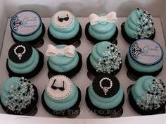Yummy cupcakes! I think its an awesome idea for a snack while getting ready with your bridesmaids :-)