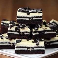 Cookies & Cream Brownie Cheesecake Bars Modify - take out the cream in the Oreo and let that be the sweetener to the cream cheese. Easy Desserts, Delicious Desserts, Yummy Food, Impressive Desserts, Cheesecake Brownies, Oreo Brownies, Oreo Cheesecake Recipes, Cookies And Cream Cheesecake, Oreo Dessert Recipes