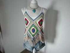 Top granny a crochet Crochet Girls, Crochet Woman, Diy Crochet, Black Crochet Dress, Crochet Crop Top, Crochet Bikini, Woolen Craft, Crochet Videos, Crochet Granny
