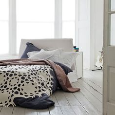 Minimally Furnished Bedroom Design Ideas | InteriorHolic.com