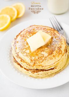 Lemon Ricotta Pancakes - These are so soft and fluffy! Perfect recipe for when you have container of ricotta left - save it for weekend breakfast. Tim makes the most amazing lemon ricotta pancakes with strawberries on top. Breakfast And Brunch, Breakfast Dishes, Breakfast Recipes, Vegetarian Breakfast, Lemon Ricotta Pancakes, Crepes, Ricotta Cookies, Ricotta Cake, Gastronomia