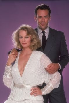 Moonlighting ~ Maddie (Cybill Shepherd) and Dave (Bruce Willis) Photo Vintage, Vintage Tv, Bruce Willis, Moonlight Tv Series, Emma Heming, 90s Tv Shows, Cybill Shepherd, Humphrey Bogart, Classic Tv