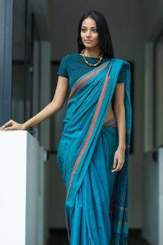 Get the ultimate guide on how to create your own designer saree blouses, with all the tops you have in your closet. Get the latest on saree drapes and new styles. All images belong to their respective owners, contact us for a credit saree Simple Sarees, Trendy Sarees, Stylish Sarees, Saree Jacket Designs, Sari Blouse Designs, Indian Dresses, Indian Outfits, Pakistani Outfits, Indian Clothes