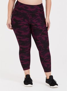 Find women's plus size yoga pants & workout leggings at Torrid. Check out our workout leggings in gorgeous colors and prints that fit flawlessly on curves. Plus Size Yoga, Plus Size Workout, Yoga Pants Outfit, Plus Size Leggings, Plus Size Activewear, Ladies Golf, Active Wear For Women, Workout Leggings, Camo