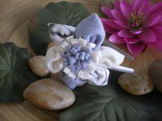 Fabric Flowers https://www.passiondiy.com/fabric-flowers/ Per chi è avvezzo ad ago e filo, ecco un tutorial per realizzare fantasiosi fiori in feltro e stoffa! Con un po' di manualità e tanta fantasia avrete ciò che vi occorre per personalizzare una borsa, un cappello, un cerchietto e qualsiasi altro oggetto da voi prescelto. Per accedere al tu...