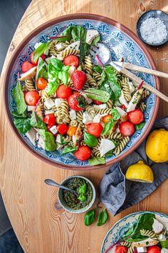 Pesto, Halloumi, Serving Bowls, Tableware, Kitchen, Prom Dresses, Food, Cucina, Dinnerware