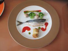 Gino D'Aquino  / Maquereau au four,legumes de broccoli champignons et petit paquet de aubergine,sauce au tomate et basilique  Gino D'Aquino