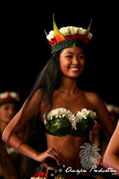 Tahiti Hotels, French Polynesia - Amazing Deals on 317 Hotels Polynesian Girls, Polynesian Dance, Polynesian Islands, Polynesian Culture, Hawaiian Islands, Hawaiian Girls, Hawaiian Dancers, Hawaiian Woman, Motorcycle Girls