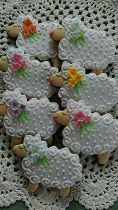 Easter sheep .. are these not the cutest cookies you have ever seen?? Beeh!!