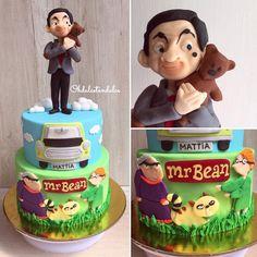 Y aquí está la torta de Mr. Bean (también hice minicupcakes y papelería, pero ya son muchas fotos jaja) . . . . . . . . . . #mrbean #mrbeancartoon #cakedesign #instachile #chiletortas #chilegram #chilelike #instasantiago #tortaschile #cupcakeschile #fondantcake Mr Bean Cake, Bean Cakes, Mr Bean Birthday, Birthday Cake, Ms Bean, Mr Bean Cartoon, Cupcakes, Girl Cakes, Cakes And More