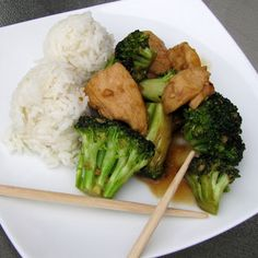 Looking for a quick, easy, and healthy dinner? The best broccoli chicken I've ever come across.