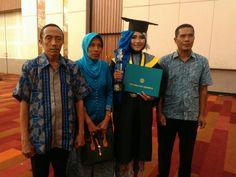 Metro Times (Surabaya) - STIE Perbanas Surabaya selenggarakan Wisuda untuk Program Diploma III (D3), Sarjana (S1), dan Magister Manajemen (MM) periode 1 tahun 2017, bertempat di Dyandra Convention Center (Ex, Gramedia Expo) Surabaya, Sabtu (13/5). Pada Wisuda periode 1 untuk tahun 2017 ini, STIE Perbanas Surabaya mewisuda lulusannya sebanyak 475 wisudawan, meliputi : 1 orang wisudawan dari Program Studi (Prodi) D3 Akuntansi, 2 orang wisudawan dari Prodi D3 Keuangan dan Perbankan, 224 ora...