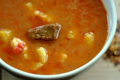 Supa-gulas ungureasca cu galuste a la Ildiko Cheeseburger Chowder, Food And Drink, Soup, Ethnic Recipes, Soups