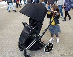 kids and new Cybex Priam Stroller at Expo - www.momeme.it
